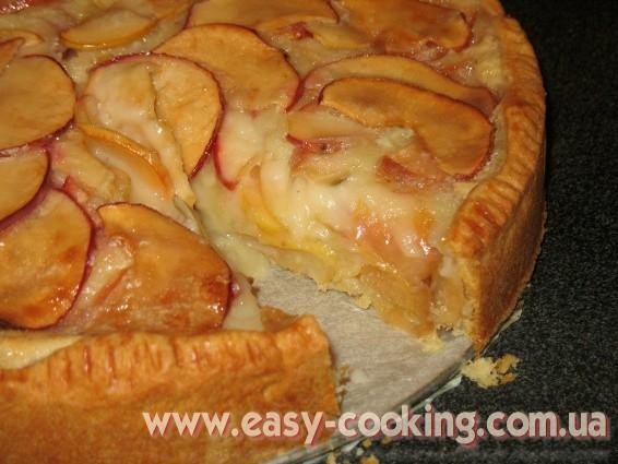 Яблучний пиріг з кремовою заливкою